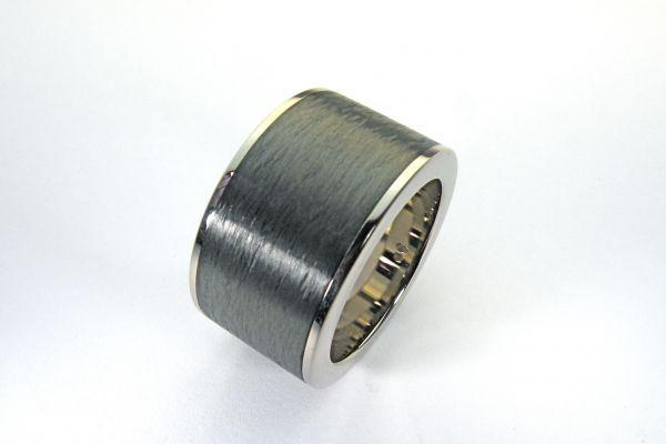 1560-herrenring-750-weissgold-carbon-gewickelt3dde63e5-2566-8bcc-def0-b326968a97a5EB01C025-B475-213C-BAEB-334669F230D3.jpg