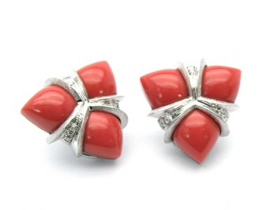 Ohrstecker 750 Weissgold mit roten Korallen und Brillanten